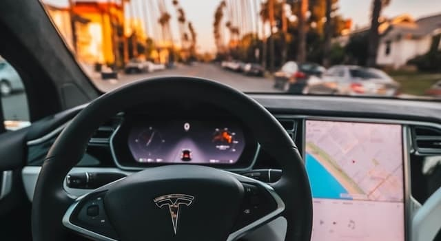 Hur Fungerar en Självkörande Bil? (och är det framtiden)